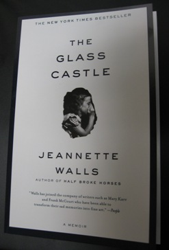 the glass castle a memoir by jeannette walls faculty and staff cover of the glass castle photograph of a thoughtful girl her chin