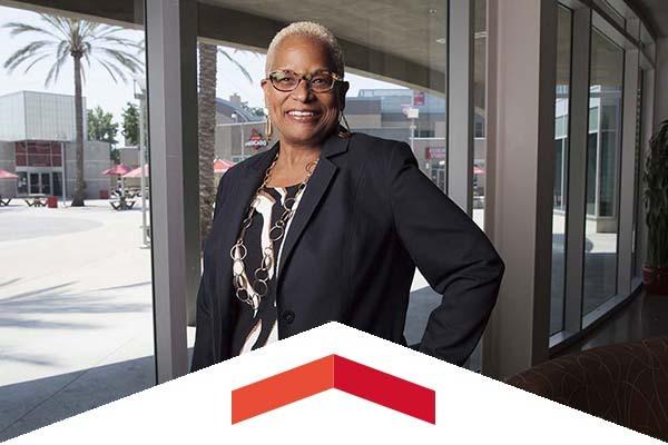 USU Executive Director Debra Hammond received a Lifetime Achievement award for Women in Business.